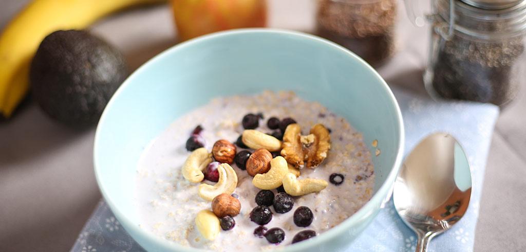 Rezeptbild für Frühstücksmüsli eatSimply mit Joghurt, Chia- & Leinsamen