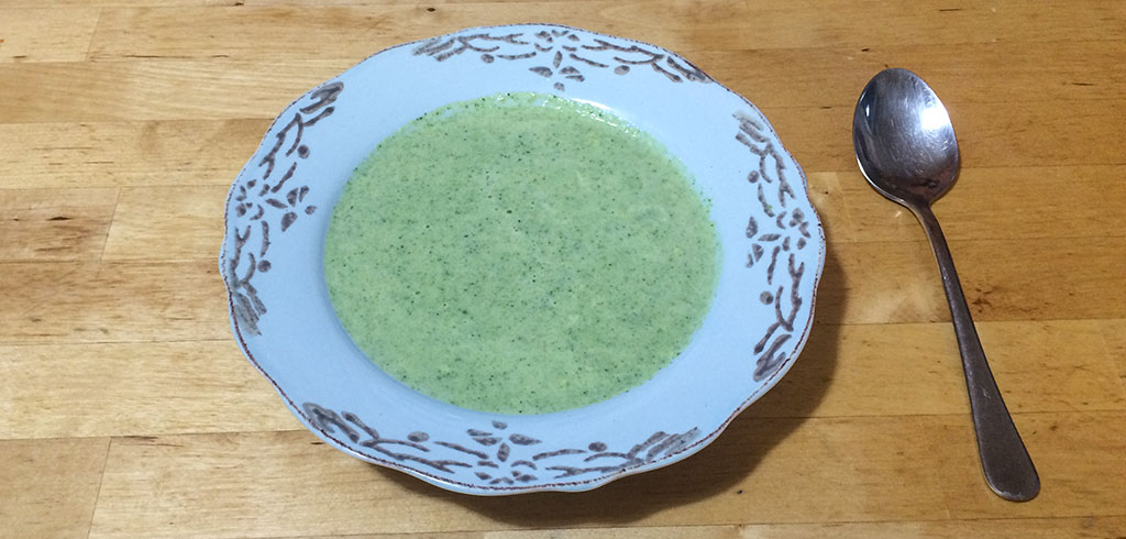Rezeptbild zu Brokkolicremesuppe als Abnehmrezept und zum Fettabbau