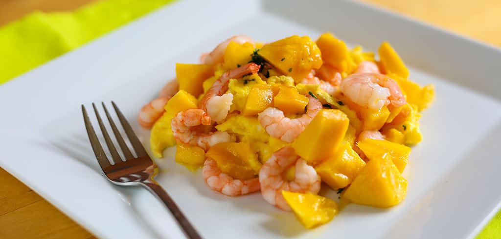 Rezeptbild zu Exotisches Rührei mit Mango und Garnelen als Abnehmrezept und zum Fettabbau