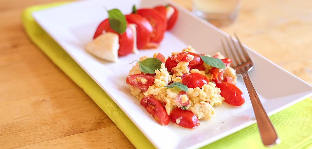 Rezeptbild zu Tomaten-Rührei mit Mozzarella als Abnehmrezept und zum Fettabbau