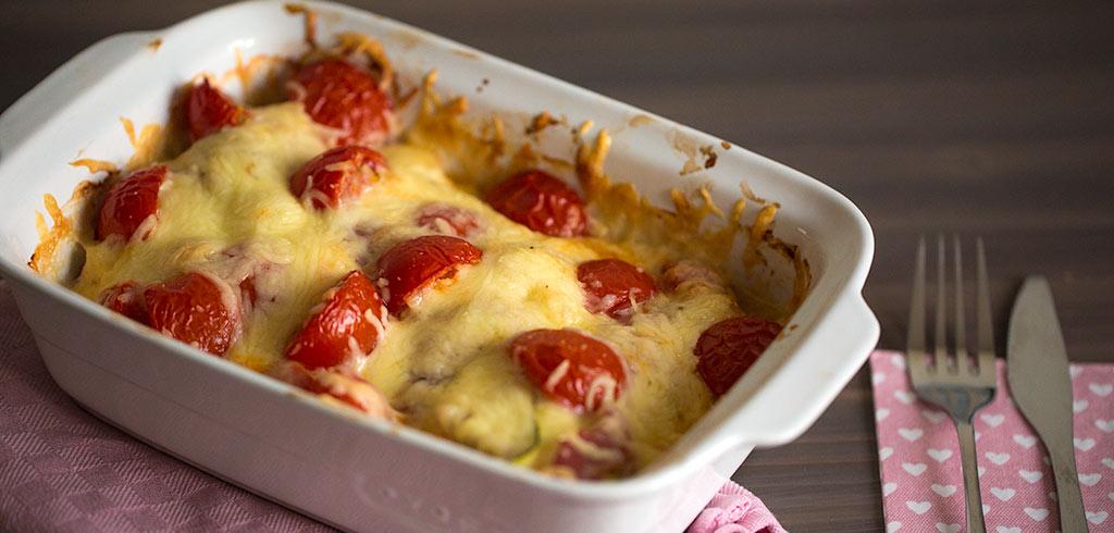 Rezeptbild zu Puten Bacon Rolle mit Zuccini, Tomaten, Käse als Abnehmrezept und zum Fettabbau