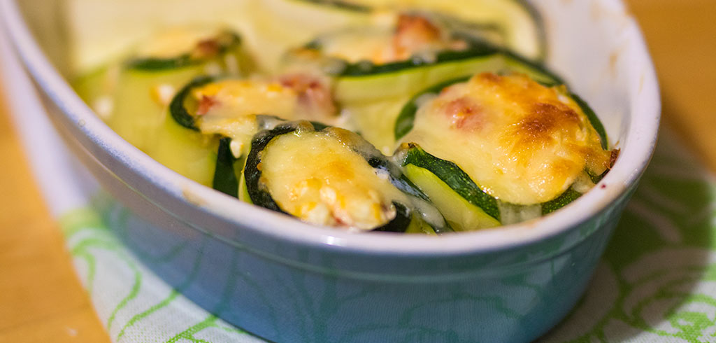 Rezeptbild zu Zucchinirouladen mit Käse und Tomaten als Abnehmrezept und zum Fettabbau