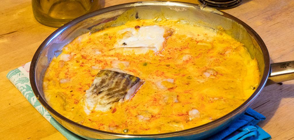 Rezeptbild zu Fisch mit Shrimps, Mango, Erbsen in Kokos-Curry Soße als Abnehmrezept und zum Fettabbau