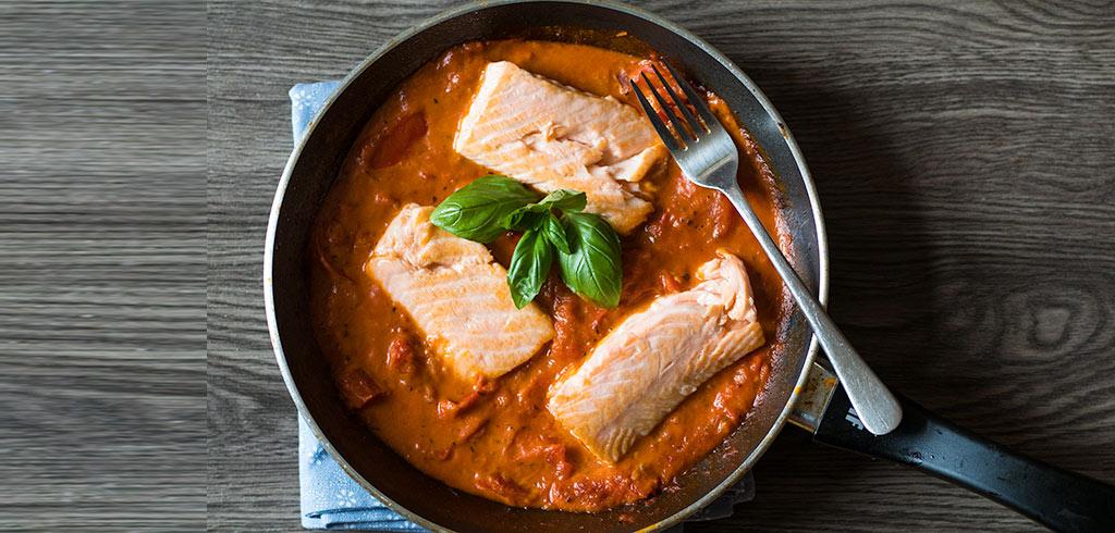 Rezeptbild zu Wildlachs in Tomatensoße als Abnehmrezept und zum Fettabbau