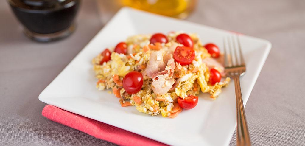 Rezeptbild zu Powerfrühstück mit Haferflocken, Rührei, Wildlachs, Bacon als Abnehmrezept und zum Fettabbau