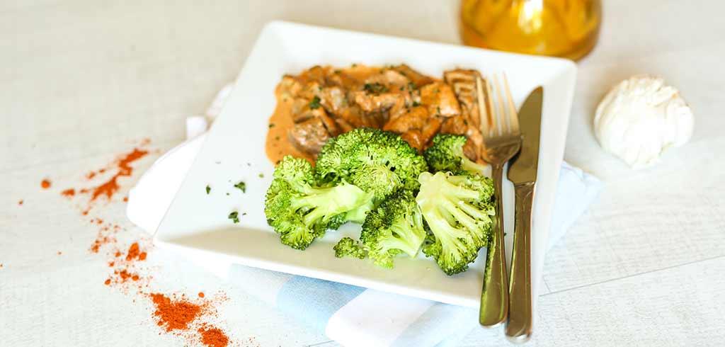 Rezeptbild für Brokkoliröschen mit Rindgeschnetzeltem in köstlicher Paprikasoße