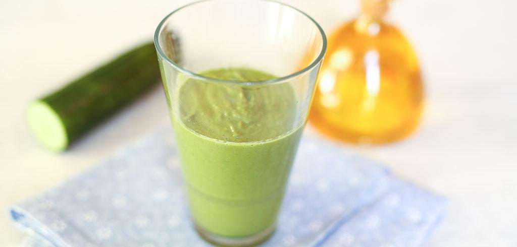 Rezeptbild für Grüner Serotonin-Booster mit Hanfeiweiß, Spinat, Gurke und Avocado