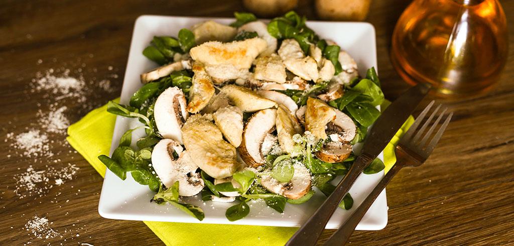 Rezeptbild für Angebratene Hähnchenspitzen auf Blattsalat mit Champignons