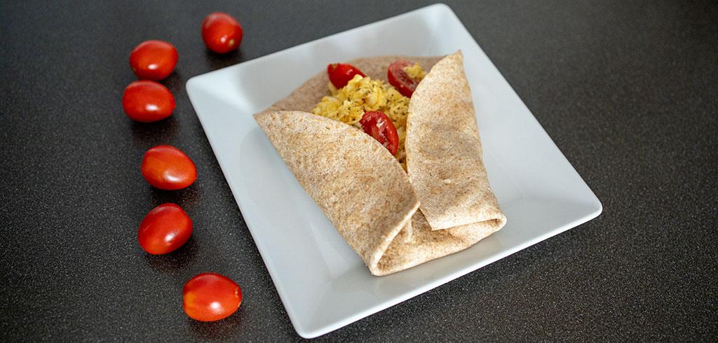 Rezeptbild zu Vollkorn-Tortilla Rührei mit Käse, Tomate als Abnehmrezept und zum Fettabbau