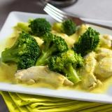 Vorschaubild für Hühnchenfilet in Erdnuss-Coriander Soße mit Brokkoli