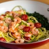 Vorschaubild für Zoodles mit Garnelen, Tomaten und Spinat