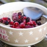 Vorschaubild für Superfood-Frühstück mit Nüssen, Eiweiß, Beeren, Haferflocken
