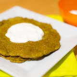 Vorschaubild für Brokkoli-Puffer mit griechischem Joghurt
