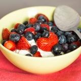 Vorschaubild für Quark mit Erdbeeren- und Blaubeerenmix