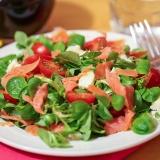 Vorschaubild für Feldsalat mit Wildlachs, Tomaten, Gorgonzola