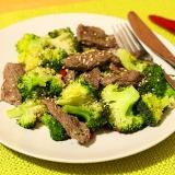 Vorschaubild für Rindfleischpfanne mit Sesam und Brokkoli