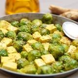 Vorschaubild für Curry-Tofu mit Rosenkohl und Sesam