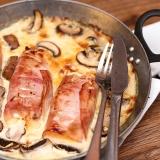 Vorschaubild für Putenfilet im Schinkenmantel mit Käsesoße und Pilzen