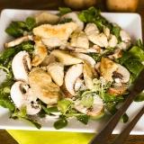 Vorschaubild für Angebratene Hähnchenspitzen auf Blattsalat mit Champignons