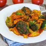 Vorschaubild für Low Carb Chicken Curry mit Brokkoli in Kokos-Tomaten-Soße