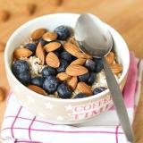 Vorschaubild für gesundes Beeren-Frühstück mit Quark, Joghurt, Haferflocken und Nüssen