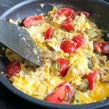 Vorschaubild für Rührei mit Avocado und Tomaten als Turborezept