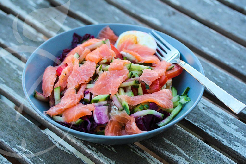 Gemischter Salat mit Wildlachs und Olicenöldressing